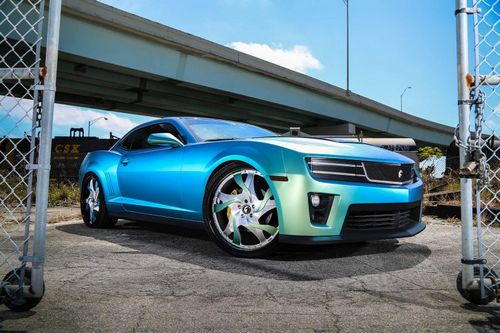 Chevrolet camaro на 24-дюймовых дисках от forgiato wheels