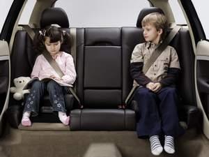 Дети отвлекают водителей сильнее, чем телефоны