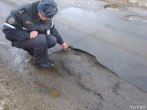 """Дорожники отчитались гаи о ликвидации минских ям: """"залатаны"""" не все, мешают """"погодные условия"""""""