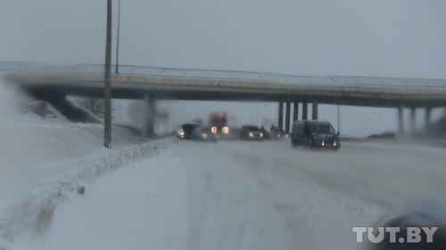 Дорожники в ближайшие дни уберут снег с обочин