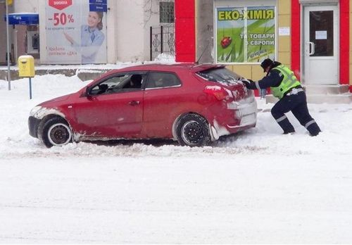 Гаи предупреждает об ответственности за побитых инспекторов и о снегопадах