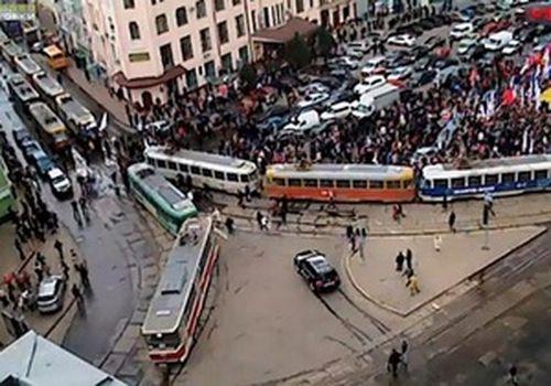 Гаи призывает киевлян не ехать в центр города