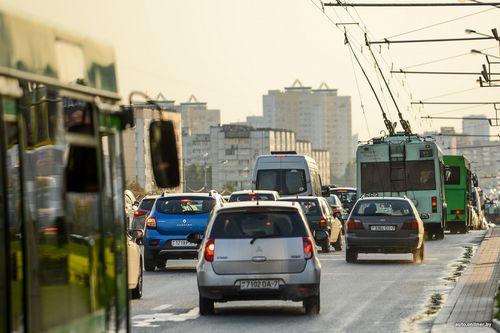 Гаи рекомендует не оставлять автомобиль на проезжей части и советует пересесть на общественный транспорт