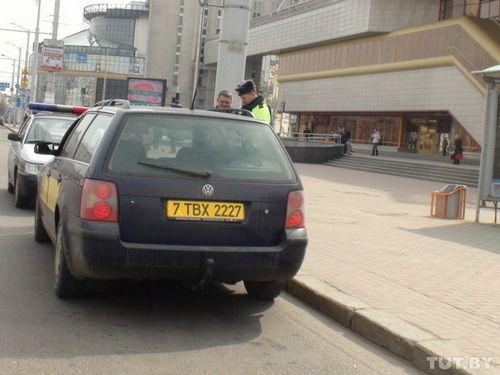 Гаи взялась за привокзальную площадь: водителей штрафуют, автомобили - эвакуируют