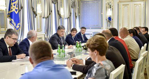 Глава верховной рады подписал закон о снижении акцизов на б/у иномарки