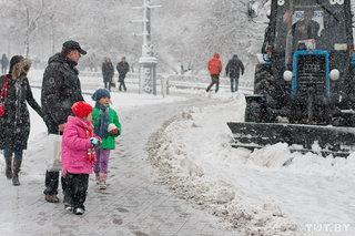 Минские власти раскритиковали дорожников: плохо чистят улицы, много ям