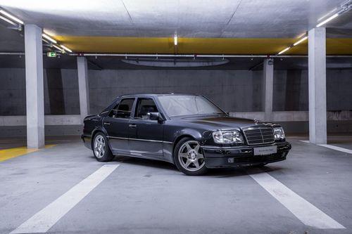 Музей mercedes-benz распродаёт классические автомобили