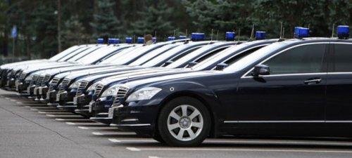 Петербургская оппозиция предложила сэкономить наперевозке власти - «транспорт»