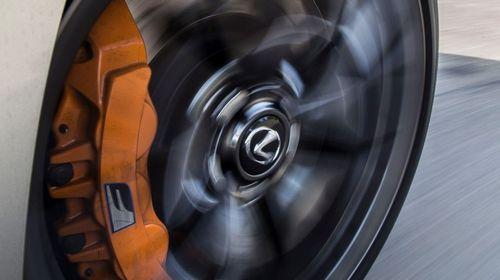 Почему при вращении колес с определенной скоростью они вращаются в обратном направлении?