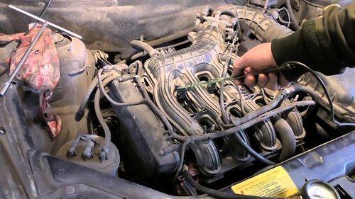 Почему вибрирует двигатель на холостых оборотах