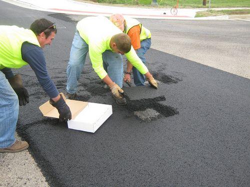 Порошенко поддержал петицию об обязательной гарантии качества ремонта дорог