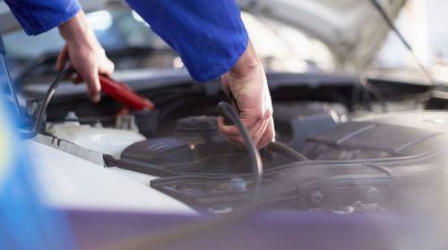 Разряд автомобильного аккумулятора: причины и как его избежать