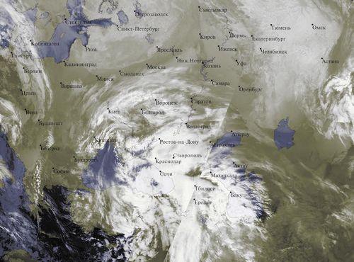 Россию засыпает снегом