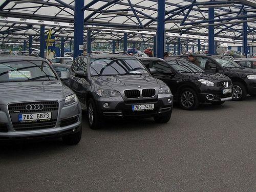 Рынок подержанных авто в октябре рухнул на 82%