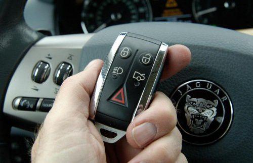 Села батарейка в ключе автомобиля: как открыть дверь и запустить двигатель