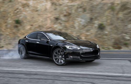 Серийную tesla model s p85d признали быстрейшим электромобилем в мире