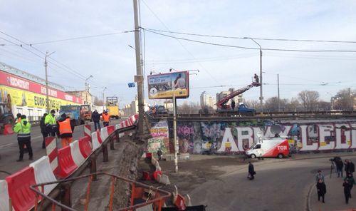 Шулявский путепровод открыли для транспорта в ограниченном режиме
