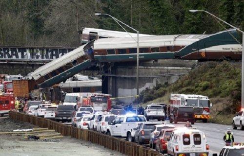 Скоростной поезд сошел срельсов всша: известно ошести погибших - «транспорт»