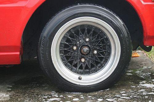 Спустило колесо, как найти прокол в покрышке