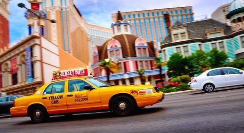 Таксистов в москве перекрасят в желтый цвет