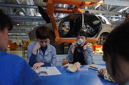 Уходи по-хорошему. работников «автоваза» выгоняют пятикратными зарплатами