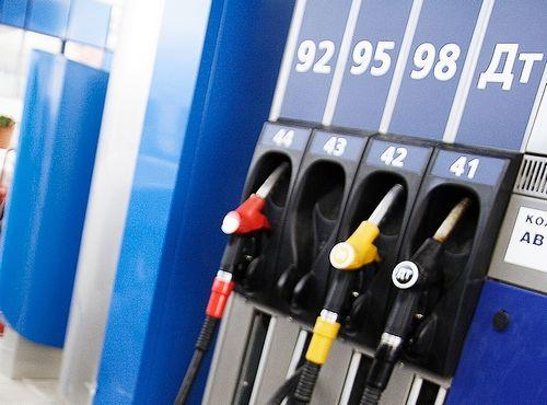 Украина продлила старые топливные стандарты, но советует заправляться на крупных азс