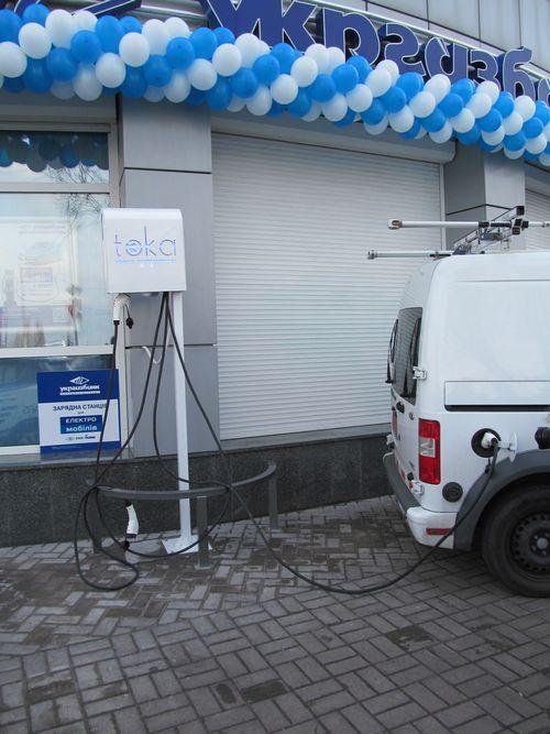 Укргазбанк построит зарядную сеть для электрокаров на базе своих отделений