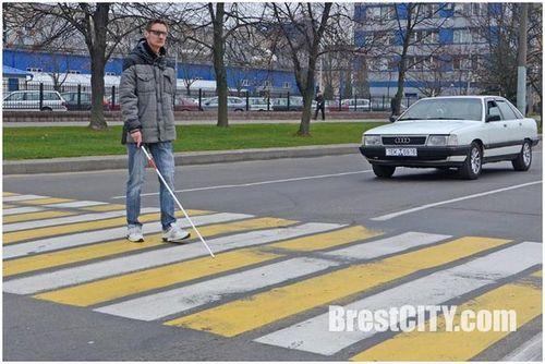 В бресте гаи проверила, как водители пропускают незрячих пешеходов