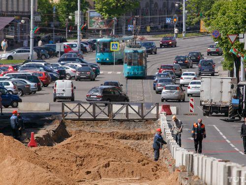 В июне в центре гродно появится первая платная парковка. в перспективе – платный въезд в центр