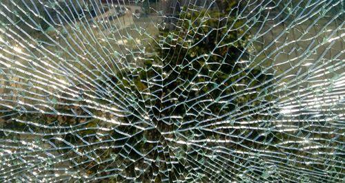 В минске два пьяных школьника ради фото повредили пять автомобилей