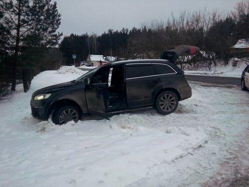 В минске россиянин на audi q7, пытаясь уйти от погони гаи, вылетел в кювет