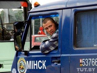 В минске служебный автомобиль милиции врезался в столб