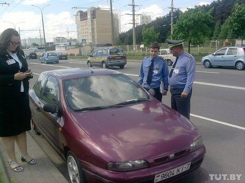 В минске судебные исполнители арестовали fiat должника прямо на дороге