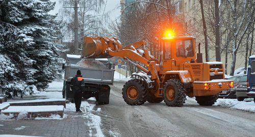 В минске выпал снег. движение транспорта затруднено