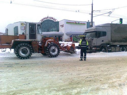 В первомайском районе за два дня было эвакуировано более 20 грузовых автомобилей и автобусов