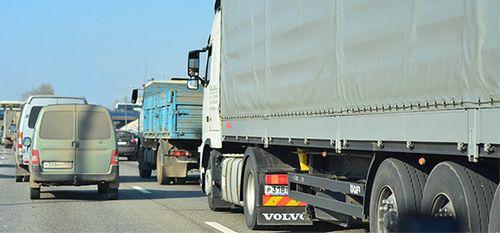 В россии на платном участке м11 в первый день работы произошел транспортный коллапс