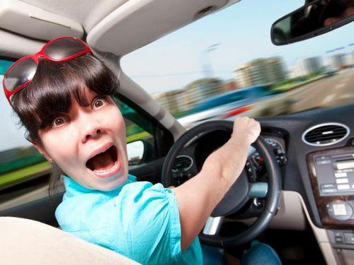 """В сша угонщик потребовал у владельца авто научить его водить машину с """"механикой"""""""