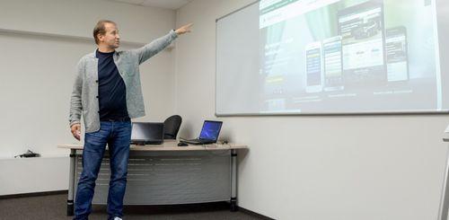 «Всё идет к продажам через интернет»: автодилер из екатеринбурга превзошел федералов (66.ru)