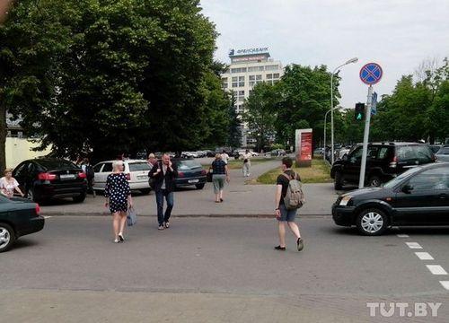 """""""Зачарованный"""" столичный переход, на котором всегда стоят машины: """"эвакуируют - через час то же самое"""""""