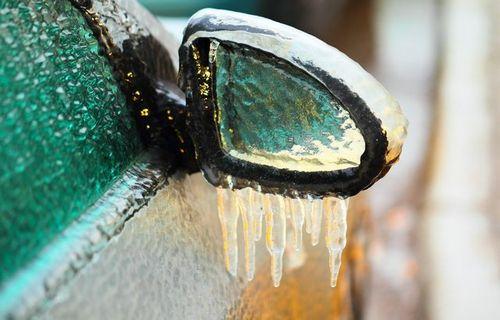Замёрзла вода в двигателе: что делать