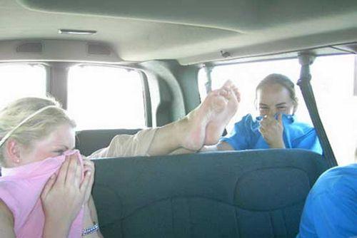 Запах в машине: диагностика неисправностей