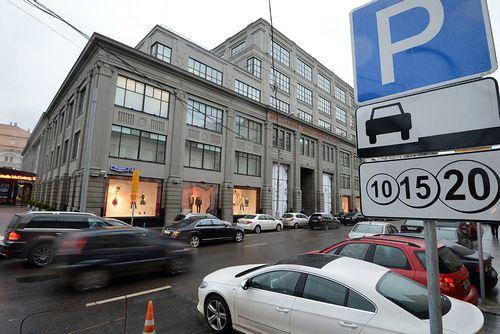 Заплатил за парковку машиной — в москве начали отбирать авто у злостных неплательщиков