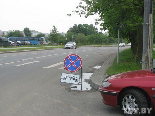 Жители улицы космонавтов послушно убрали машины с проезжей части